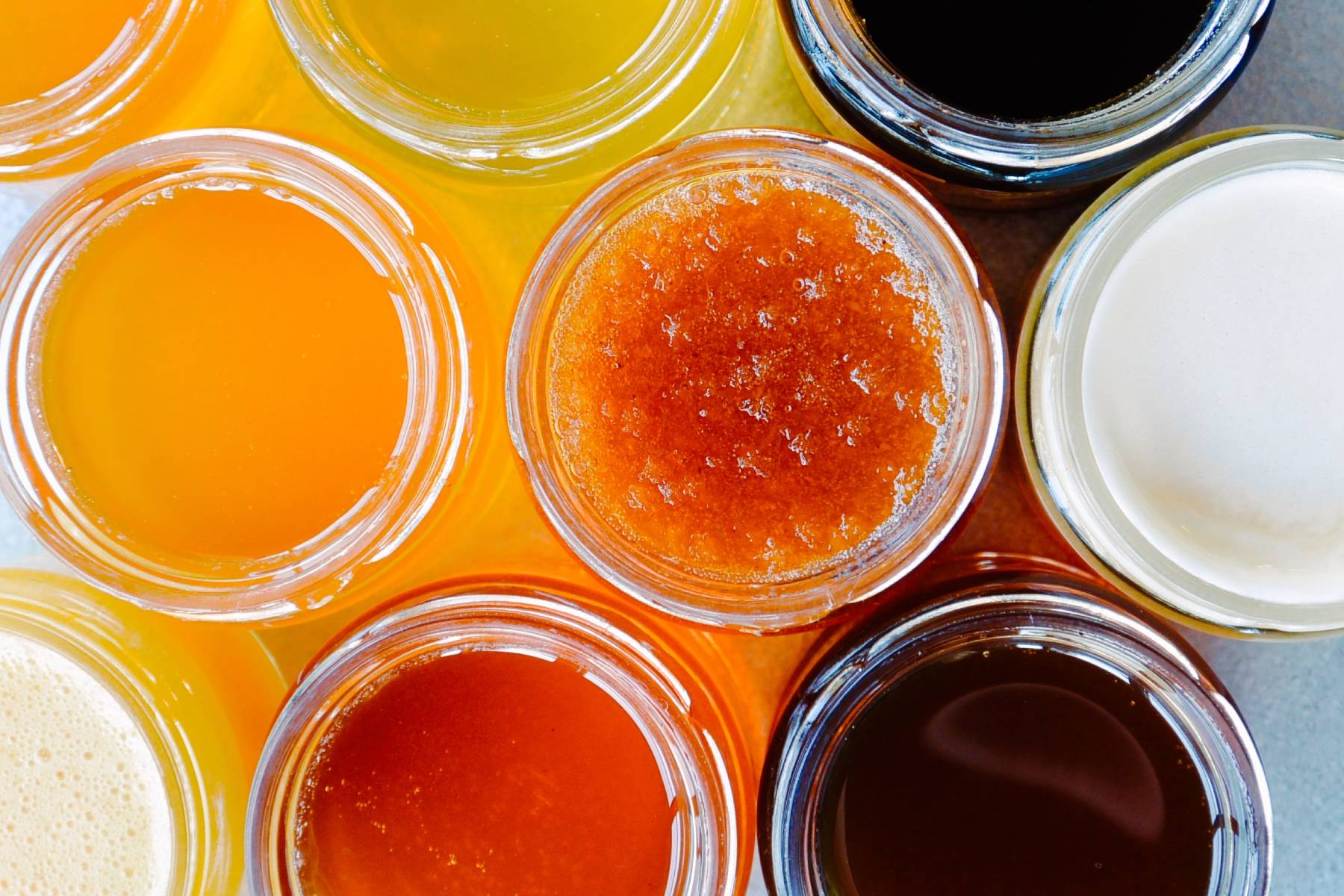 Miody odmianowe. Kolor, smak i odmiany miodów